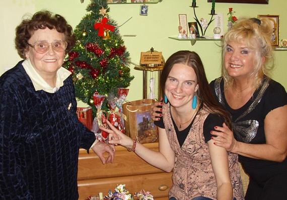 Egy pár évvel ezelőtti, karácsonyi fotó Karda Beáról, lányáról és volt anyósáról, Som Lajos édesanyjáról, akivel a mai napig jóban vannak.