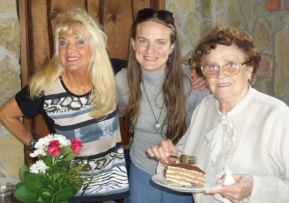 2015 júniusában ünnepelték Karda Bea ex-anyósának, Margit néninek 85. születésnapját. Az eseményről természetesen az unoka, Nikolett sem hiányozhatott.
