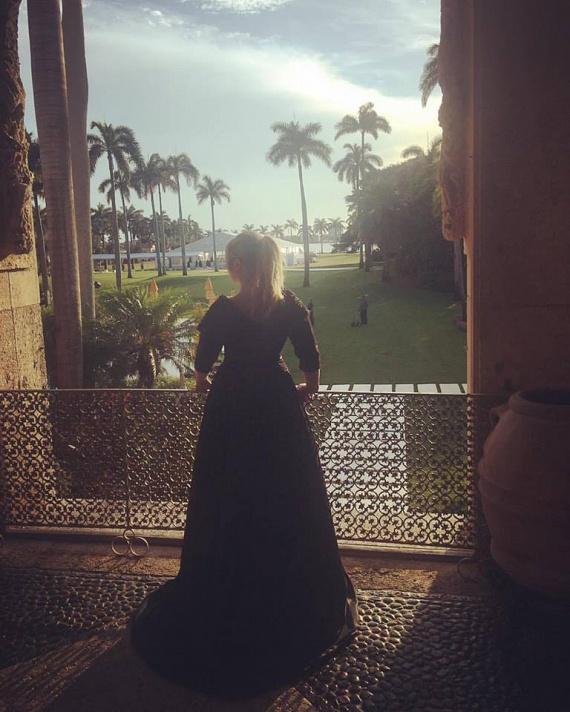 """""""Köszönöm ezt a gyönyörű fekete csipkeruhát Samea Noorinak!"""" - írta Király Linda a kép mellé, ami Miamiban, az esküvőn készült."""