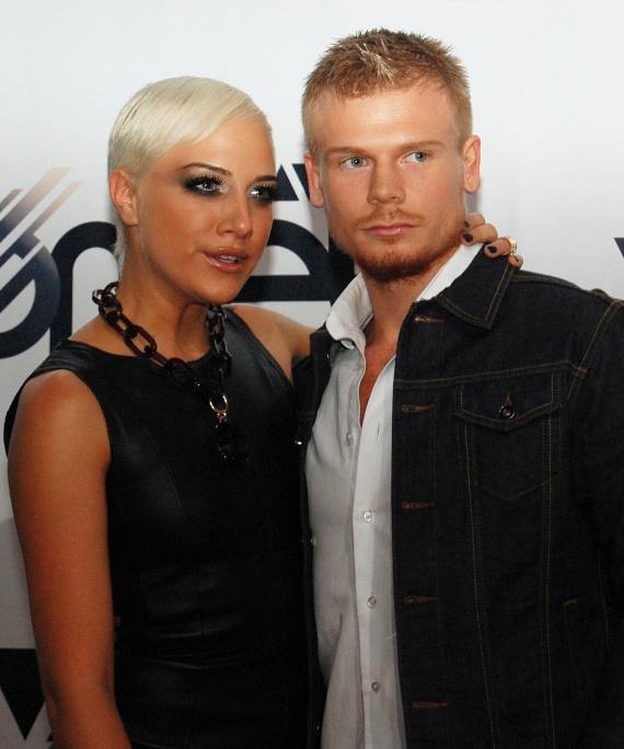 Tóth Gabi 2012 februárjában a Story-gálán jelent meg először a nagy nyilvánosság előtt Rasztovics Dávid focistával, akivel egy évig alkottak egy párt.