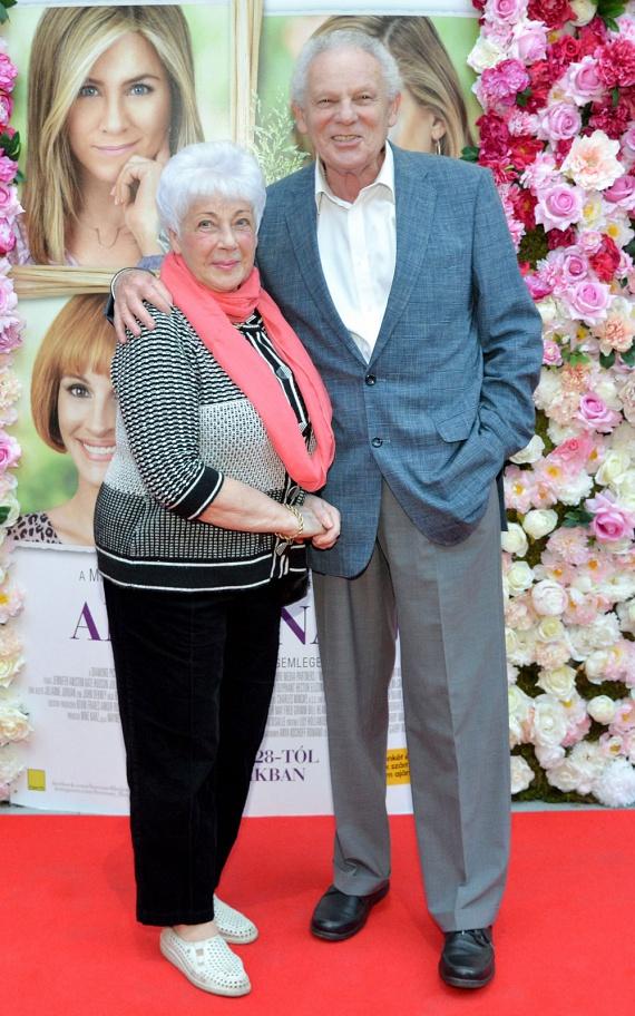 Beregi Péter ezúttal Kate Hudson apukájának adta a hangját. A színművész feleségével nézte meg a romantikus vígjátékot.