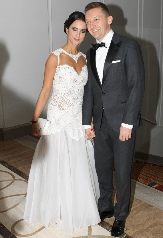 Rogán Antal felesége a Bélavári Zita Couture-Esküvői és alkalmi ruhaszalonból választott magának estélyi ruhát.