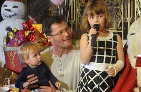 Stohl András kislánya és kisfia