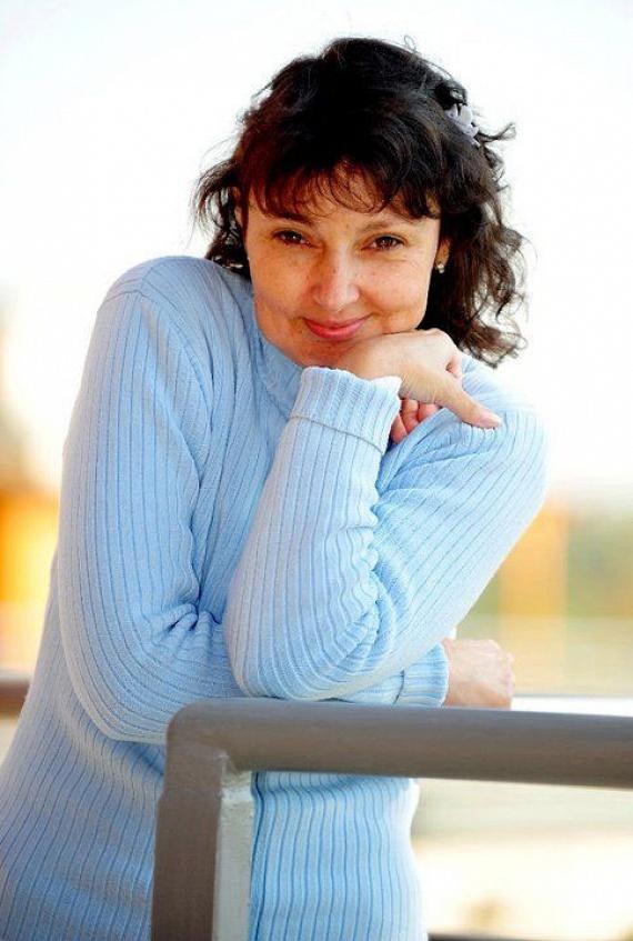 Az énekesnő kék kardigánjával a 2010-es Megasztár egyik legemlékezetesebb versenyzője volt. Megosztotta az embereket: volt, aki nem értette, mit keres a TV2 tehetségkutatójában, míg mások rajongtak érte. A harmadik helyen végzett.