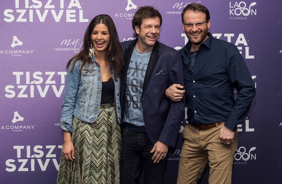 Tilla új filmjének díszbemutatóján többek között a Kismenők női műsorvezetője, Ördög Nóra is megjelent a férjével, Nánási Pál fotóművésszel.