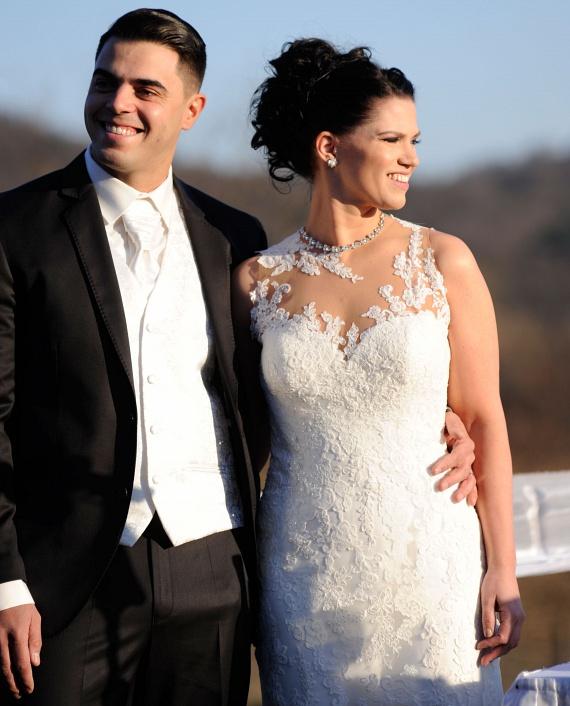 Bár másodszor keltek egybe, hagyományos esküvőt tartottak: Young G nem aludt együtt szerelmével az esküvő előtti éjszakán, és a menyasszonyi ruhát is az oltárnál pillantotta meg először.