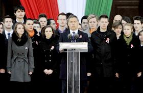 Orbánt külföldről bírálták