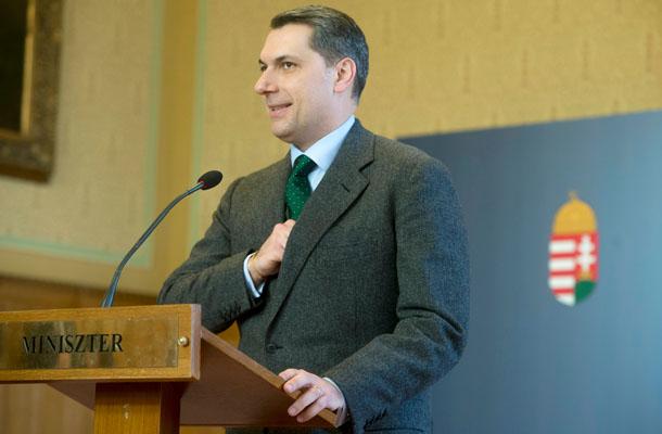 Lázár sajtótájékoztatót tart az Országházban