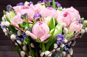 Húsvéti dekoráció: virágcsokrok
