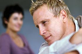3 árulkodó jel, hogy a pasid félre fog lépni - Mit akar üzenni neked?