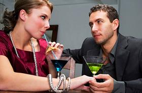 4 árulkodó jel, hogy viszony készülődik - Így állítsd meg, mielőtt elkezdődne