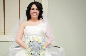 Felgyújtotta esküvői ruháját
