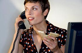 Óránként három ellenőrző telefon - Így ássa alá a kapcsolatot a kényszeres kontrollvágy