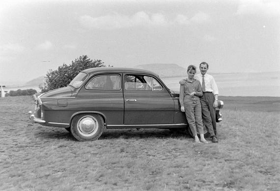 A balatongyöröki Szépkilátó nyújtotta panorámának ők sem tudtak ellenállni. A fotó ugyancsak 1965-ben készült.