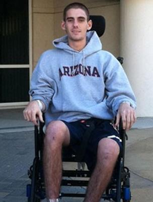 Sam néhány hét lefogása alatt a kórházi ágyat tolószékre cserélte