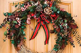 Karácsonyi dekorációk: ajtódísz