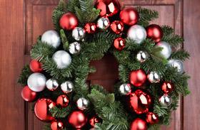 Karácsonyi dekoráéciók: karácsonyi ajtódíszek