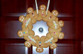 Karácsonyi dekorációk: mézeskalács-koszorú