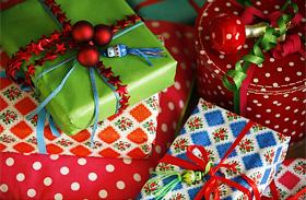 Karácsonyi díszek: ajándék csomagolás