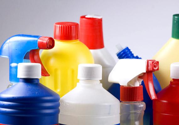 Ki rejtegetne pénzt vagy értéket a tisztítószerek között? Te például megteheted. Egy tiszta mosószeres flakon - melyet elhelyezel a többi között - például tökéletesen megfelel a célnak.