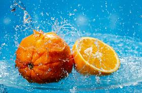 Egy darab naranccsal csodát tehetsz a lakásban