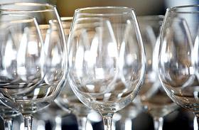 Foltmentes poharak, csillogó tükrök, ragyogó ablakok - Így tisztítsd az üveget!
