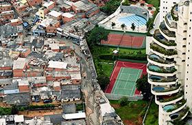 Kontraszt szegények és gazdagok között
