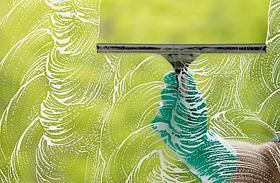 Így lesznek csillogóan tiszták az ablaktáblák - Suvickolás és vegyszerek nélkül