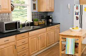 Így újítsd fel a kopott, összekarcolódott konyhapultot!