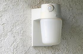 Mozgásérzékelő lámpa betörők ellen