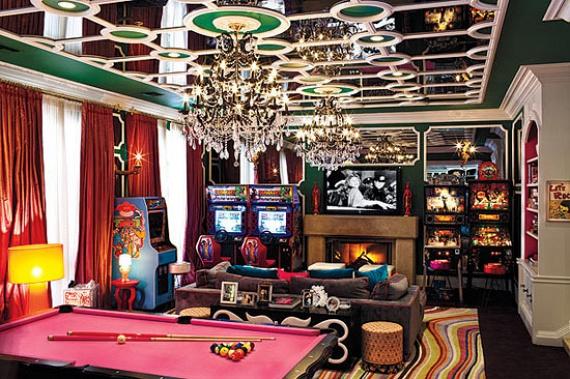 Játékgépek a nappaliban? Úgy tűnik, Vegas beköltözött az énekesnőhöz, amíg az itt lakott.