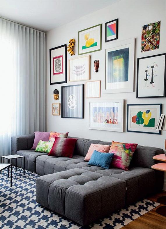 A különböző méretű, színes párnák teljesen megváltoztatják egy kanapé képét. Sokkal üdébbé, változatosabbá teszik, gyakorlatilag élmény nyújtanak a szemnek.
