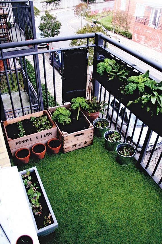 Ha szereted a sok zöldet magad körül, akkor műfűvel még zöldebbé teheted az erkélyedet. Így örökké zöld gyepet kapsz, miközben a gondozással nem is kell foglalkoznod. Mutatós és egyszerű!