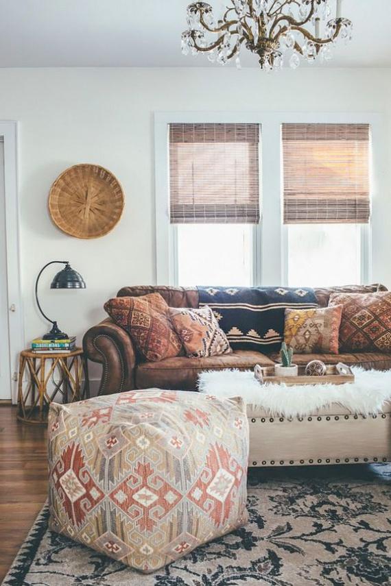 Készíthetsz puffot is egy nagyobb méretű szőnyegből, amely így nappalid számára teremthet újabb ülőalkalmatosságot.