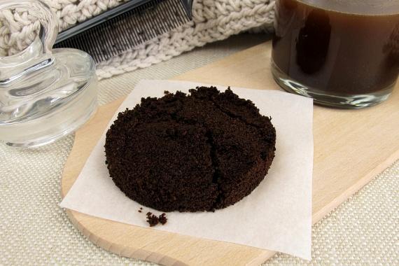 A kávézacc szintén remek szagtalanító szer, így érdemes mielőbb a szemetesbe tenned. Ugyanez igaz a kávéra is, előbbi azonban jóval takarékosabb megoldás.