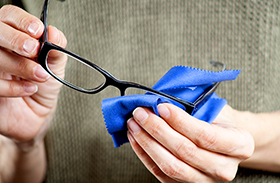 Módszerek szemüvegtisztításra