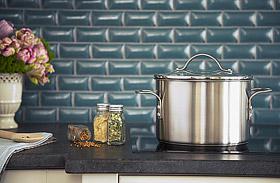 Tiszta, zsírmentes csempe a konyhában - Így tisztítsd meg!
