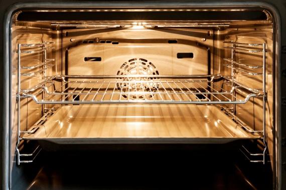 Felesleges rácsokat hagysz a sütőbenA sütés-főzés közben szintén sokat spórolhatsz, érdemes például sütés előtt eltávolítanod azokat a rácsokat, melyekre nincs szükséged.