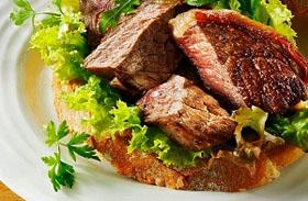 4 húsos saláta, ami megkönnyíti a fogyókúrát