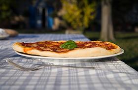 A vékony, olasz pizzatészta receptje - Plusz házi paradicsomszósz