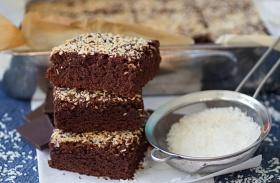 Csokis-kókuszos bögrés süti