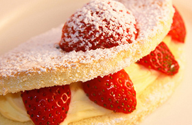 Félórás könnyű nyári sütemények - Túróval és gyümölcsökkel