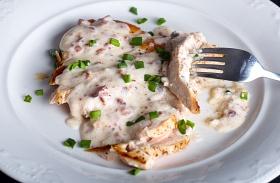 Fokhagymás-sajtos csirkemell