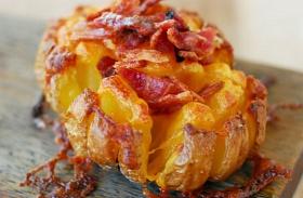 Sajtos, baconös sült krumpli