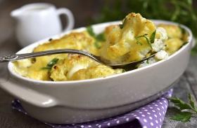 Sült karfiol tejföllel, sajttal