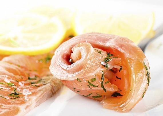 A halak is rendkívül jó proteinforrások, különösen mivel a fehérjék, vitaminok mellett omega-3 zsírsavakat is nagy arányban tartalmaznak, ami nemcsak a szép alak megszerzésében, hanem az egészséged megőrzésében, sőt, még a koncentrációd fokozásában is segíteni fog.