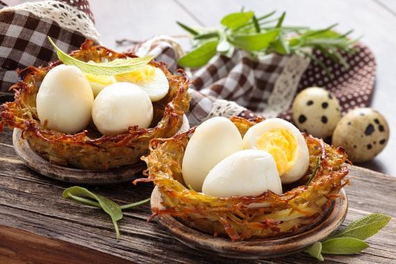 A tojás szintén kiváló fehérjeforrás, ha nem tudod, mit egyél vacsorára, akkor a főtt tojás a legjobb választás, hiszen a tojásfehérje 100%-os arányban fel tud szívódni, vagyis kis befektetéssel nagy hasznot termelsz a szervezetednek, bevitt zsírok és szénhidrátok nélkül.