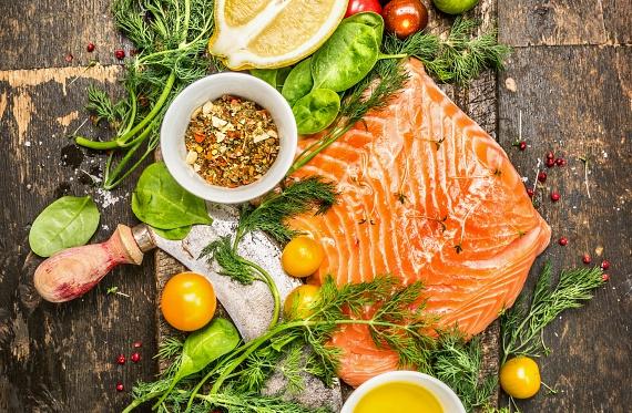 A halak húsa sok omega-3-at és omega-6-ot is tartalmaz, melyek a telítetlen zsírsavak közé tartoznak. Az emberi szervezet minden sejtjének szüksége van rájuk, többek között az optimális hormonszinthez is. A hormonok pedig a testsúly szabályozásában nélkülözhetetlenek.