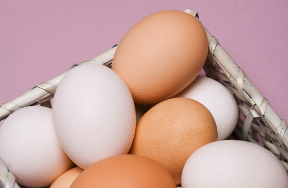A tojás szintén a legjobb fehérjeforrások közé tartozik, a tojásfehérje ráadásul 100%-ban fel tud szívódni, így a szervezetedbe vitt mennyiség egésze hasznosul anélkül, hogy felesleg formájában bárhová lerakódna.
