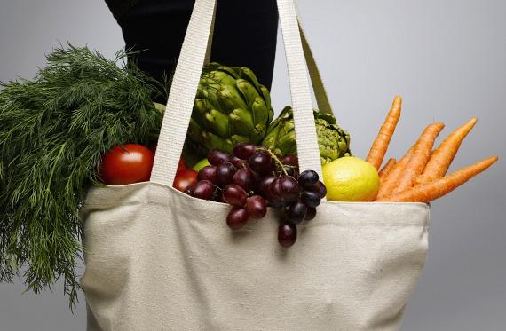 A zöldségeket igyekezz minél inkább nyers állapotukban fogyasztani, így lesznek ugyanis teljesen zsiradékmentesek. Ha panírban kirántod, az már egyáltalán nem lesz diétás étel.